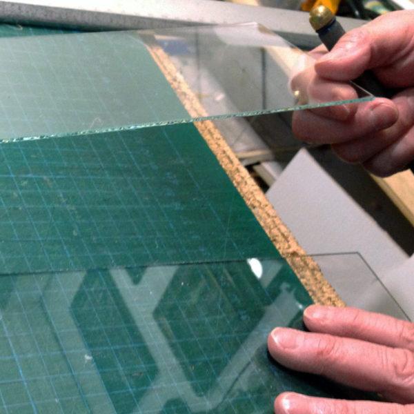 Taglio del vetro per le cornici
